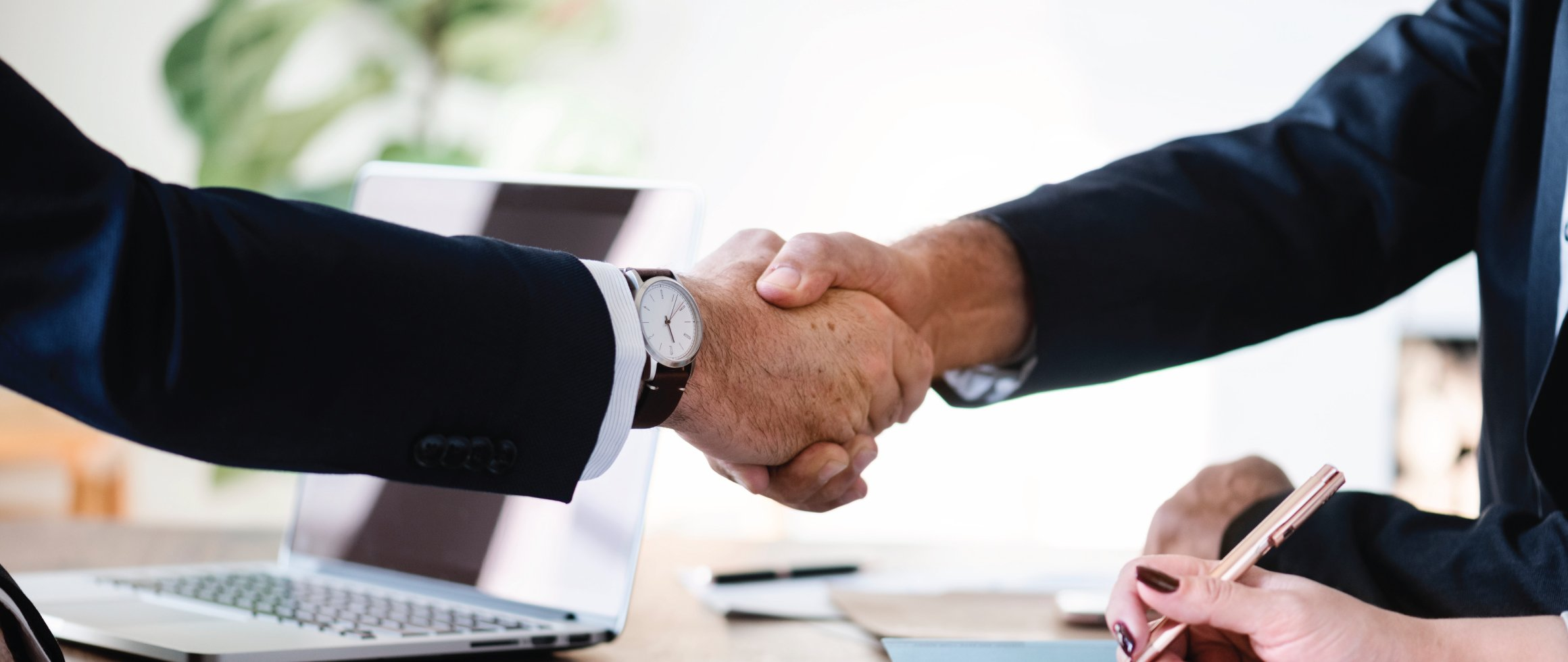 3 ways to discover your opponent through a handshake.